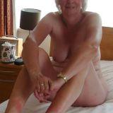 Heet omaatje van 75 zoekt sexdate