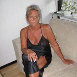 Heet omaatje van 71 zoekt sexdate